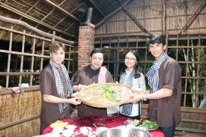 Gia đình Quang Lê nấu cháo gà tại không gian mở ở KDL Phú An Khang - du lịch c2t