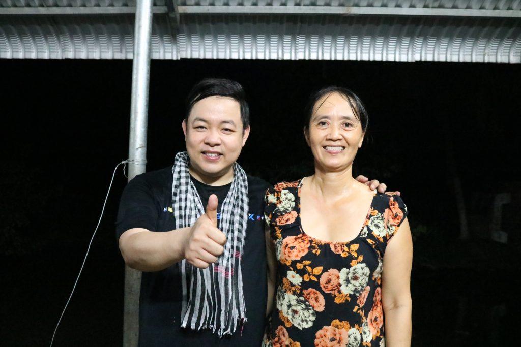 Quang Lê thăm gia đình cô Bảy Thảo, Chợ Lách- Du lịch C2T