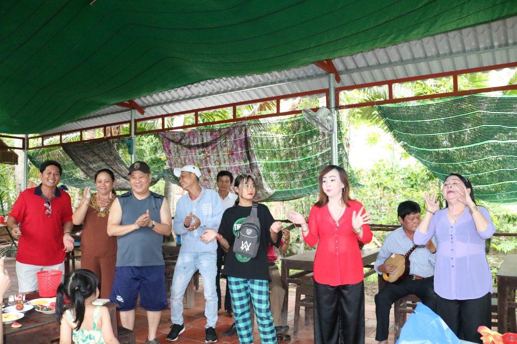 Đoàn giao lưu ca hát thật vui - Du lịch C2T