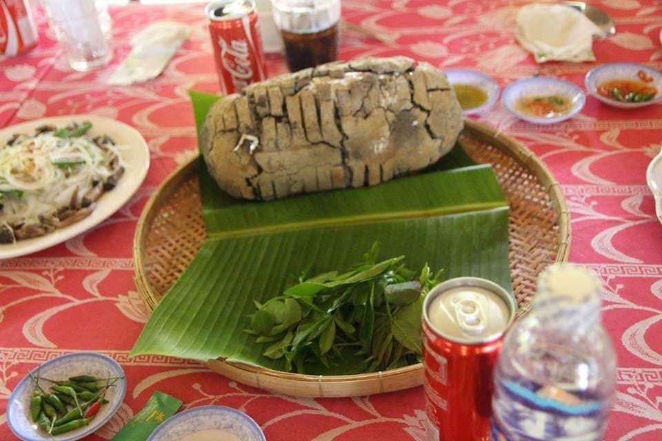 Gà nướng bìn lên bàn ăn thật hấp dẫn - Du lịch C2T