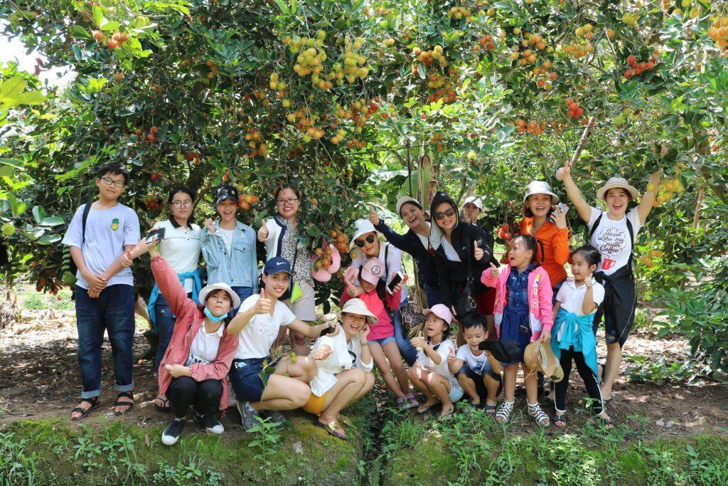 Gia đình check in tại vườn chôm chôm Tân Phú, Châu Thành- Du lịch C2T