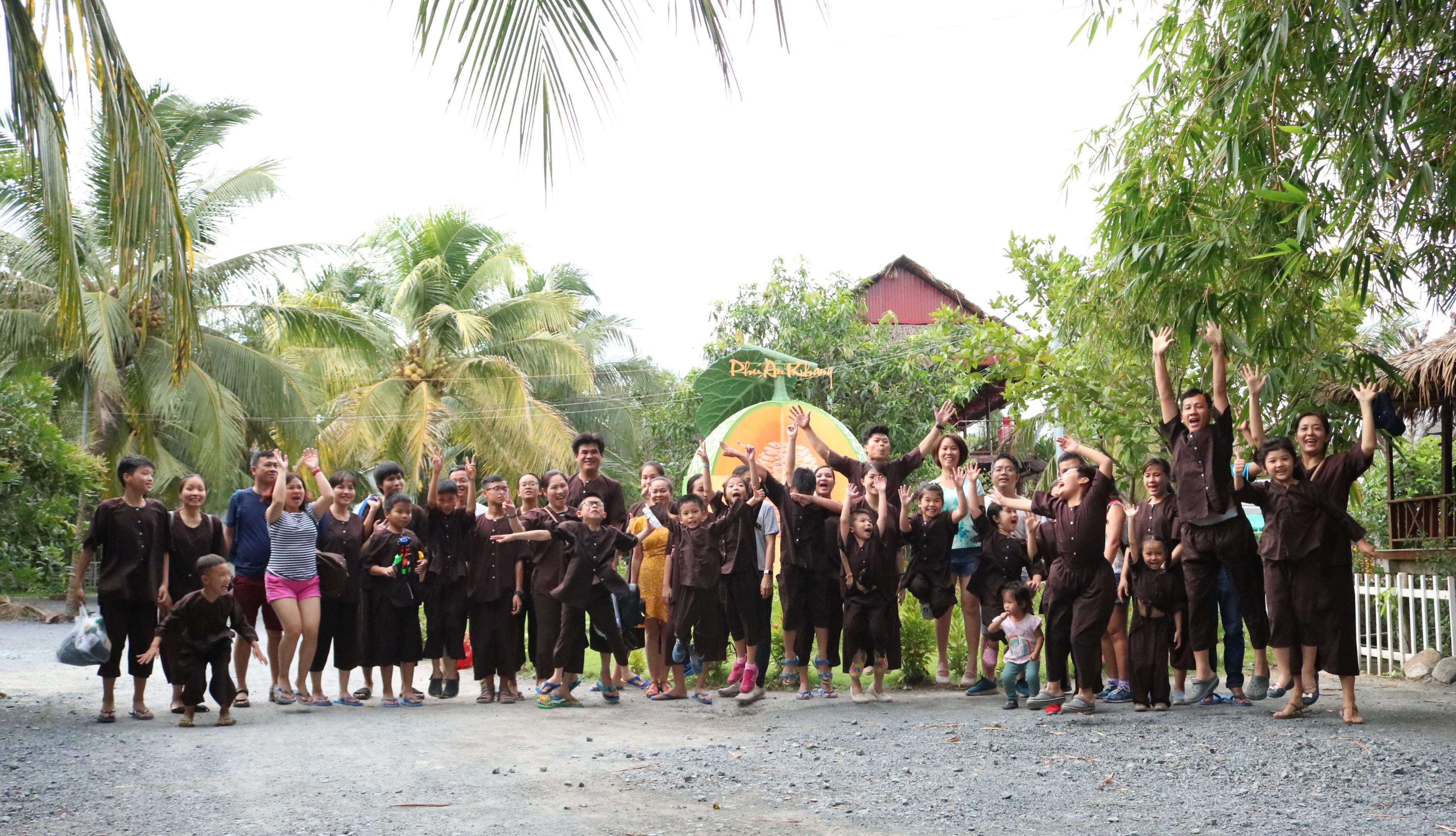 Đại gia đình check in khu du lịch Phú An Khang - Du lịch C2T