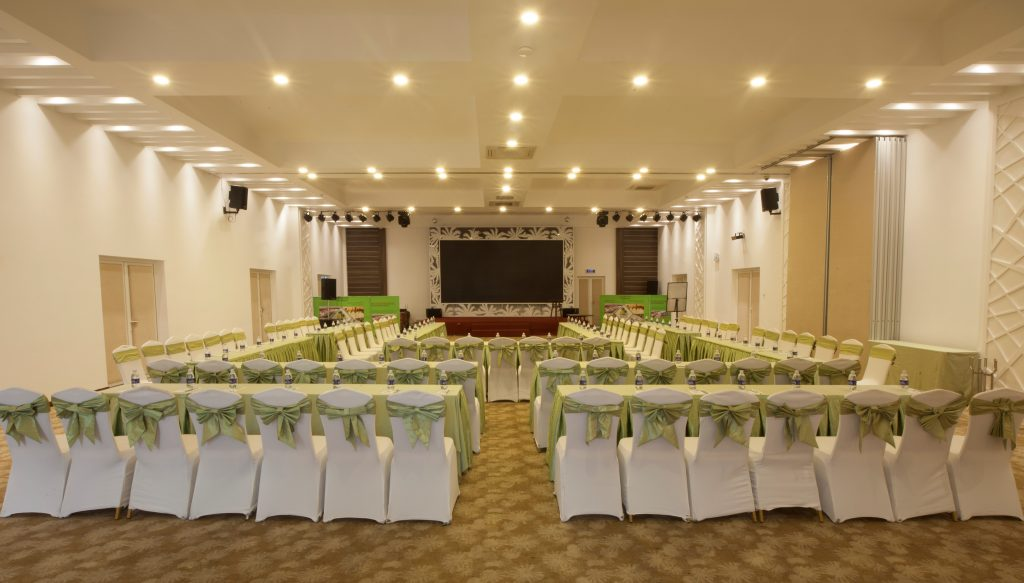 Nhà hàng Hoàng Lam bao gồm sảnh tiệc buffet, sảnh hội nghị – tiệc cướ