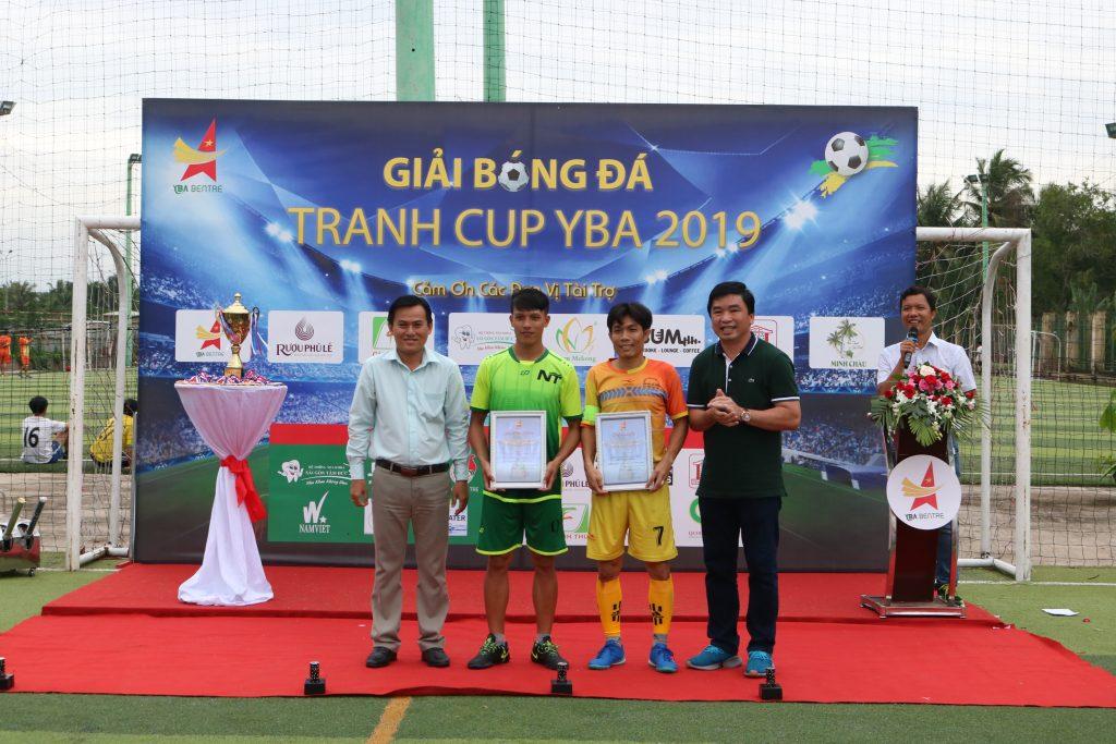 Hai cầu thủ xuất sắc được tôn vinh trong toàn mùa giải